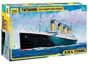 R.M.S. Titanic in scale 1-700