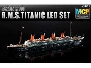 R.M.S. Titanic z oświetleniem LED in scale 1-700 Academy 14220