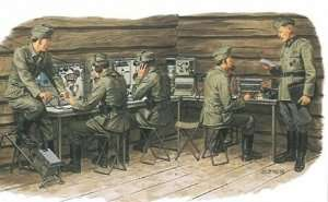 German Communications Center w/Signal Troops in scale 1-35