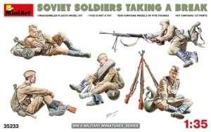 Soviet soldiers taking a break in scale 1-35
