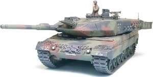 Leopard 2 A5 main battle tank model Tamiya in 1-35