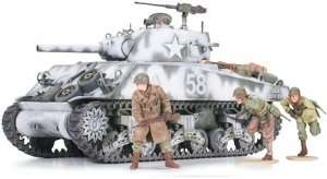 US Medium Tank M4A3 Sherman 105mm Howitzer in scale 1-35