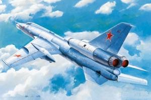 Soviet Tu-22 Blinder tactical bomber model Trumpeter in 1-72