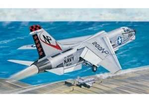 Model fighter F-8J Crusader Trumpeter 02273