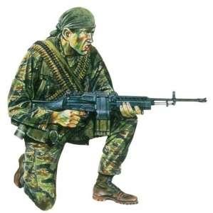 Dragon 1607 Figurka amerykańskiego żołnierza 1-16 Wojna w Wietnamie