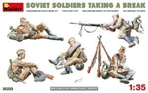 MiniArt 35233 Soviet soldiers taking a break
