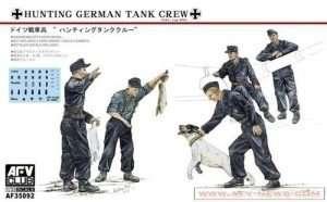Niemiecka załoga czołgu z psem i królikiem AFV35092