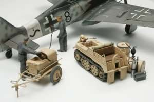 Tamiya 32533 German Aircraft Power Supply Unit & Kettenkraftrad