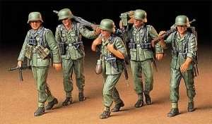 Tamiya 35184 German Machine gun crew on maneuver