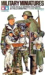 Tamiya 35212 German soliders at field briefing