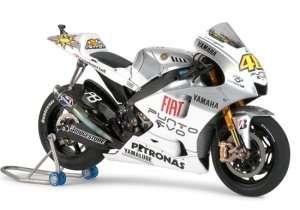 Tamiya 14120 Yamaha YZR-M1 09 Fiat Yamaha Team