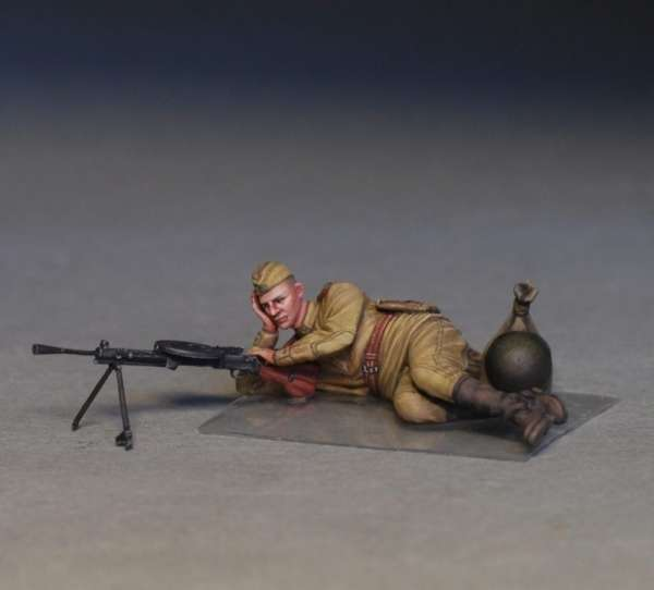 MiniArt 35233 w skali 1:35 - figurki Soviet soldiers taking a break do sklejania - image v