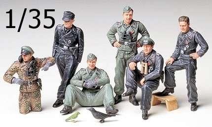 Niemieccy żołnierze - załoga czołgu, plastikowe figurki do sklejania Tamiya 35201 w skali 1/35.