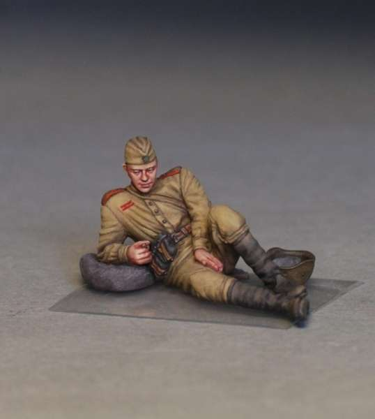 MiniArt 35233 w skali 1:35 - figurki Soviet soldiers taking a break do sklejania - image p