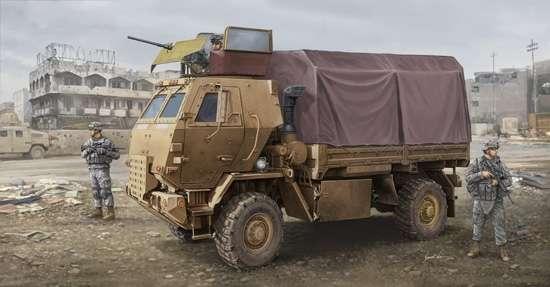 Amerykańska ciężarówka wojskowa M1078 LMTV z opancerzoną kabiną, plastikowy model do sklejania Trumpeter 01009 w skali 1:35