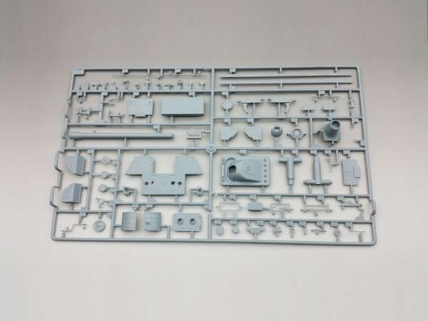 Amusing Hobby 35A018 w skali 1:35 - model Pzkpfw. Panther II - image b