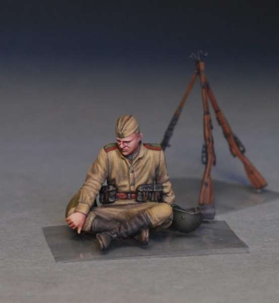 MiniArt 35233 w skali 1:35 - figurki Soviet soldiers taking a break do sklejania - image i