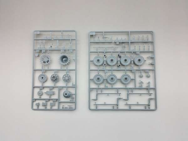 Amusing Hobby 35A018 w skali 1:35 - model Pzkpfw. Panther II - image e