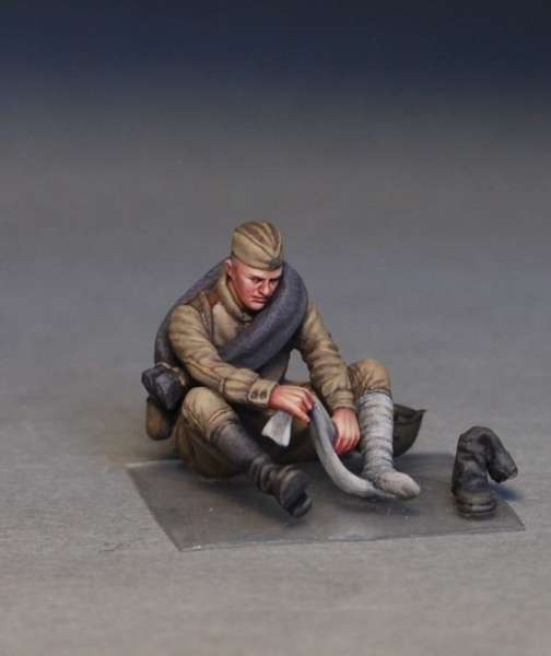 MiniArt 35233 w skali 1:35 - figurki Soviet soldiers taking a break do sklejania - image m