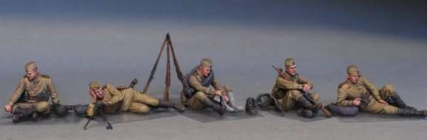 MiniArt 35233 w skali 1:35 - figurki Soviet soldiers taking a break do sklejania - image f
