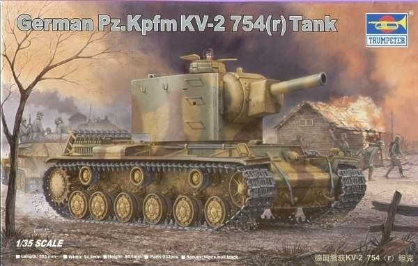 Model zdobycznego czołgu KV-2 w skali 1:35 z niemieckimi kalkomaniami.