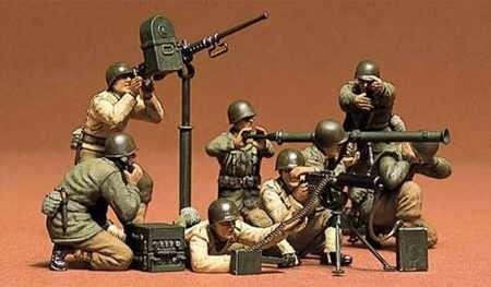 Oddział amerykańskich żołnierzy z ckm i bazooką, plastikowe figurki do sklejania Tamiya 35086 w skali 1:35.
