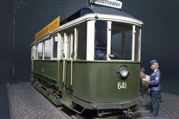 MiniArt 38009 European Tramcar w/ Crew & Passengers