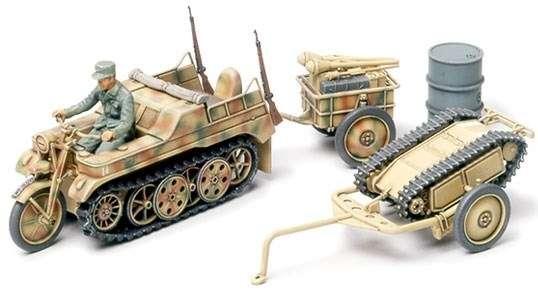 Model niemieckiego pojazdu Kettenkraftrad oraz miny samobieżnej Goliat, plastikowy model do sklejania Tamiya 32502 w skali 1/48.