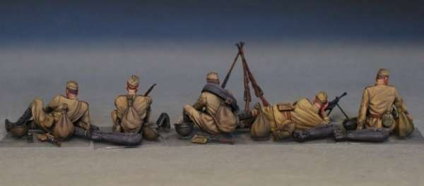 MiniArt 35233 w skali 1:35 - figurki Soviet soldiers taking a break do sklejania - image t