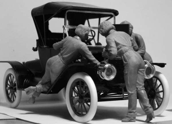 ICM 24009 w skali 1:24 - American Mechanics 1910s - image c