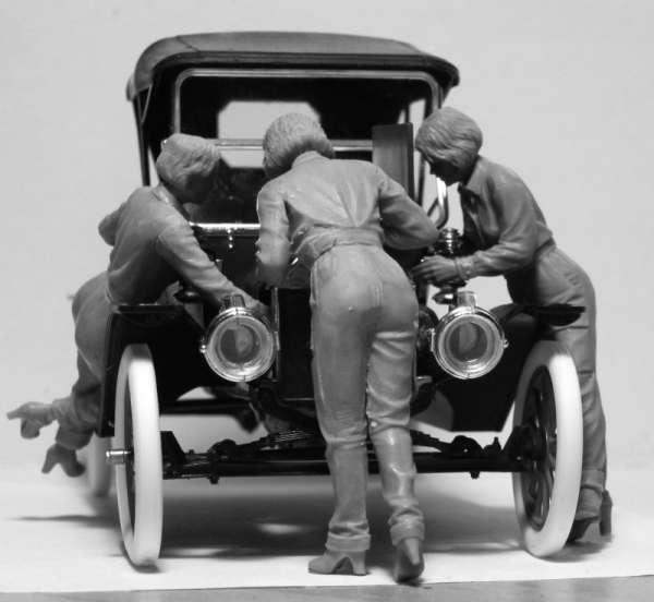 ICM 24009 w skali 1:24 - American Mechanics 1910s - image d