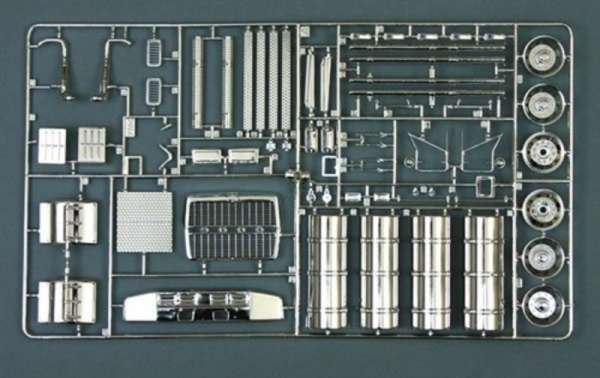plastikowy-model-ciezarowki-holownika-do-sklejania-sklep-modelarski-modeledo-image_Italeri_3825_3