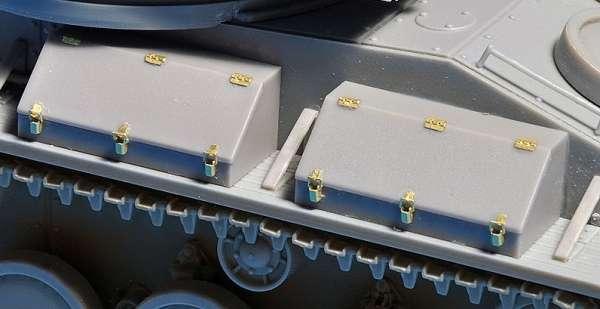 MiniArt 35243 T-80 Soviet Light Tank with Crew
