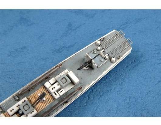 Model Trumpeter 06615 w skali 1:350 po sklejeniu