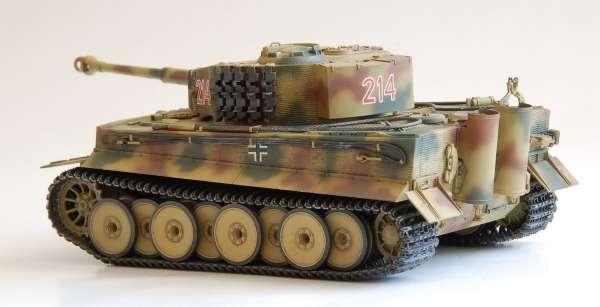 Widok sklejonego modelu czołgu Tiger I ausf.E-image_Tamiya_35194_3