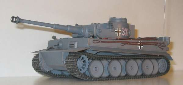 Tamiya 35216 w skali 1:35 - model German tank Tiger I early production - image b