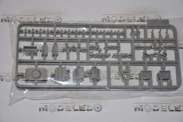 Model Takom 2073 w skali 1:35 - image e - King Tiger Henschel Turret w / interior