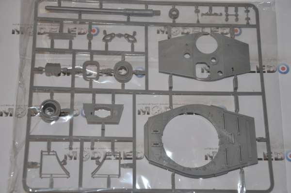 Model Takom 2073 w skali 1:35 - image o - King Tiger Henschel Turret w / interior
