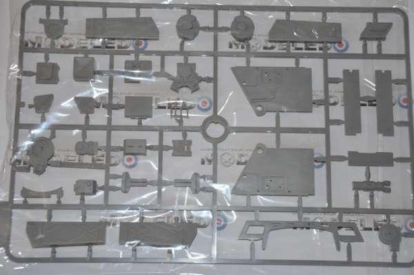 Model Takom 2073 w skali 1:35 - image l - King Tiger Henschel Turret w / interior