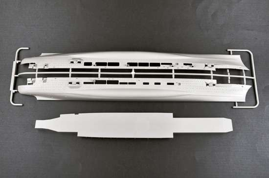 Model Trumpeter 05627 - Aircraft Carrier DKM Graf Zeppelin in scale 1/350 image_tru05627_5-image_Trumpeter_05627_3