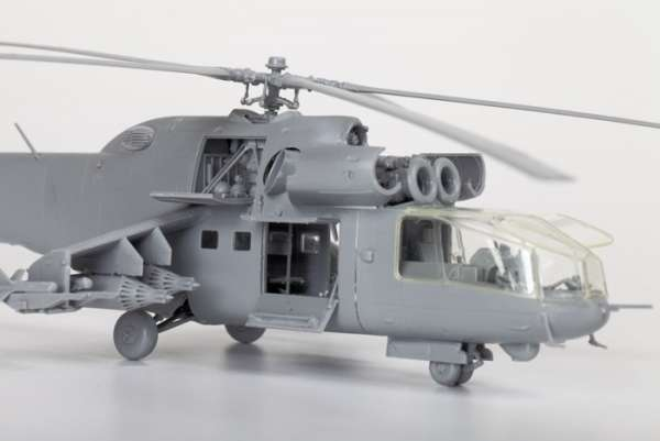 Helikopter do sklejania MIL MI-24A Hind model_zvezda_7273_scale_1_72_image_6