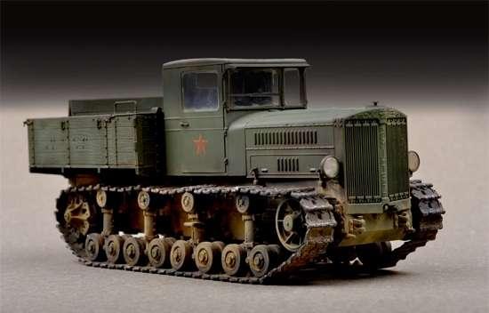 Radziecki gąsienicowy ciężki ciągnik artyleryjski Komintern, plastikowy model do sklejania Trumpeter 07120 w skali 1:72