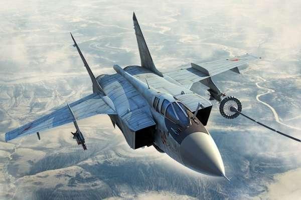 Myśliwiec MiG-31B/BM Foxhound , plastikowy model do sklejania Hobby Boss 81754 w skali 1:48