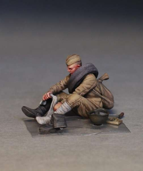 MiniArt 35233 w skali 1:35 - figurki Soviet soldiers taking a break do sklejania - image l