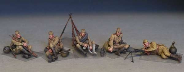 MiniArt 35233 w skali 1:35 - figurki Soviet soldiers taking a break do sklejania - image a
