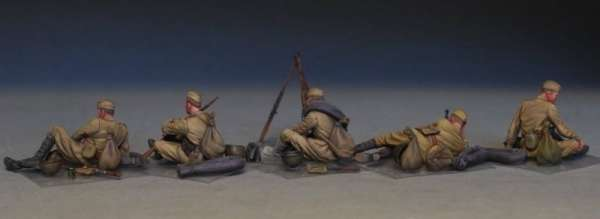 MiniArt 35233 w skali 1:35 - figurki Soviet soldiers taking a break do sklejania - image c
