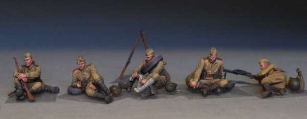 MiniArt 35233 w skali 1:35 - figurki Soviet soldiers taking a break do sklejania - image b