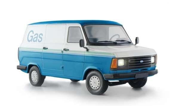 Samochód dostawczy Ford Transit MK2, plastikowy model do sklejania Italeri 3687 w skali 1:24.