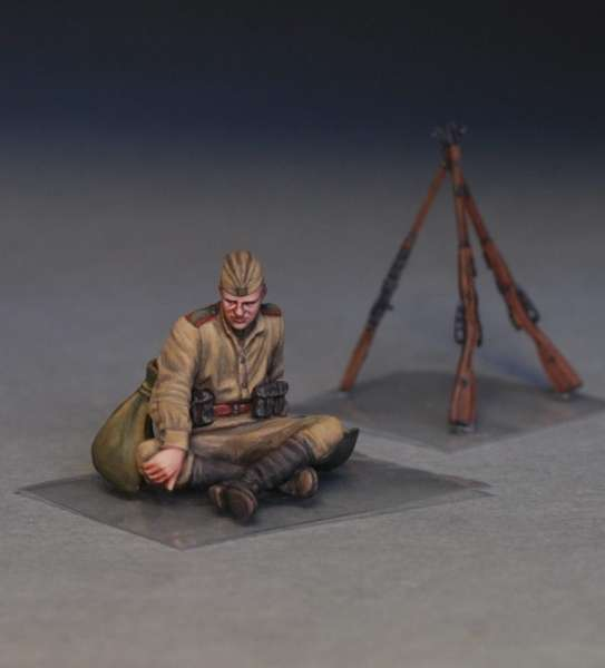 MiniArt 35233 w skali 1:35 - figurki Soviet soldiers taking a break do sklejania - image d