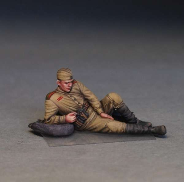 MiniArt 35233 w skali 1:35 - figurki Soviet soldiers taking a break do sklejania - image s